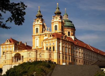 המנזר של מלק 2 (אוסטריה), רכיבה לאורך הדנובה