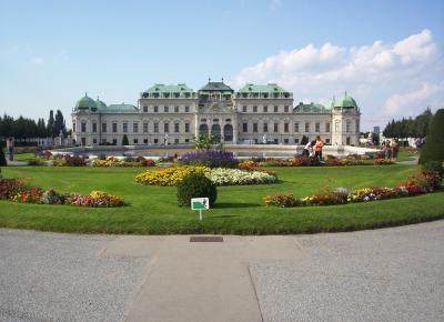 ארמון וגני שנברון בוינה. אחת התחנות בטיול האופניים לאורך הדנובה