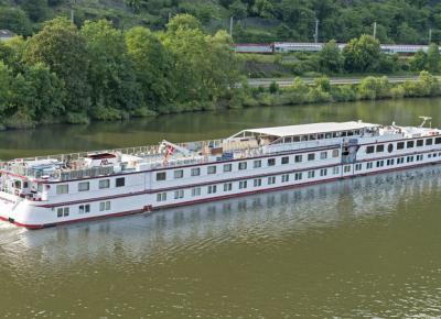 ספינה הנהר שטה על הדנובה