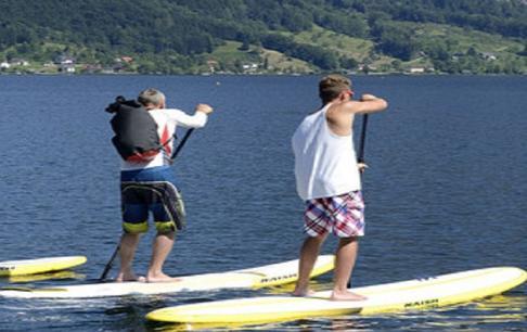 נופש אקטיבי - שיוט סאפ על אגם טראונסי (Traunsee) בחבל זלצבורג