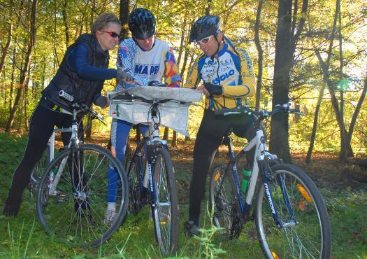 רוכבים לצד הדנובה במהלך טיול האופניים