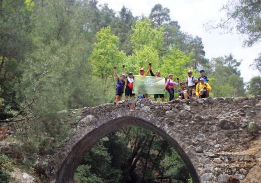 קבוצת רוכבים במהלך טיול אופניים בקפריסין 2