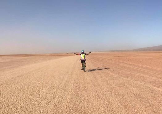 רוכבת במדבר