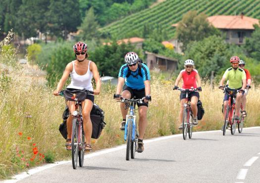 רוכבי אופניים בדרך ממונטקטיני טרמה לפירנצה