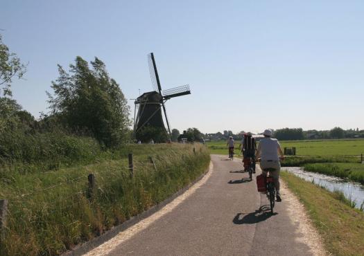 רכיבת אופניים בהולנד לאורך טחנות הרוח שלה