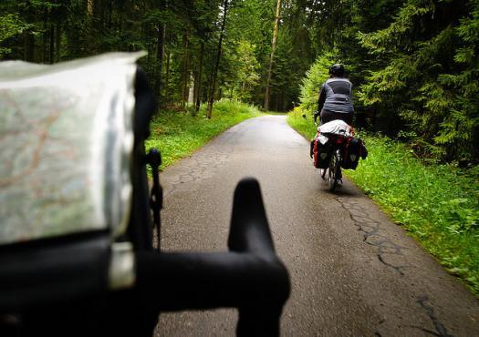 מנקודת המבט של רוכב אופניים ביער השחור