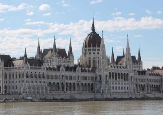 בניין הפרלמנט של בודפשט במבט מהספינה