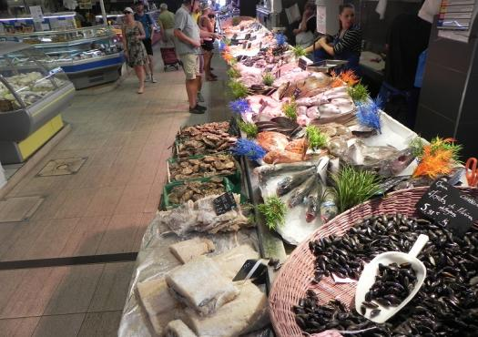 cycle_tour_libourne_food_market_3.jpg