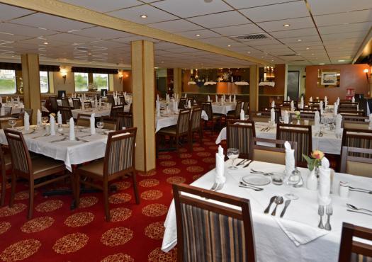 חדר האוכל בספינה