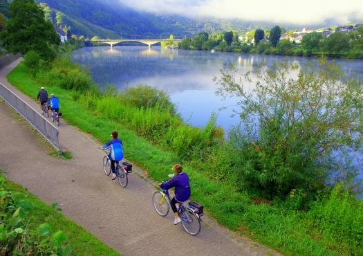 רוכבים לאורך המוזל, טיול אופניים