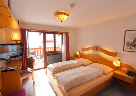 חדר השינה במלון הסקי פנורמה בסאס פה