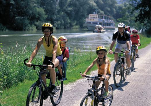 רכיבת אופניים משפחתית לאורך ה-AARE