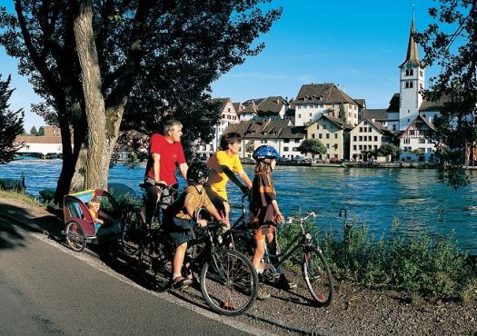 רוכבים עם כל המשפחה בשוויץ